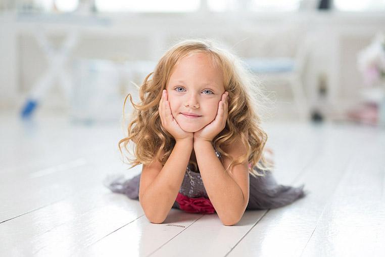 Jeune fille souriante