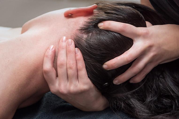 Massage nuque et cuir chevelu